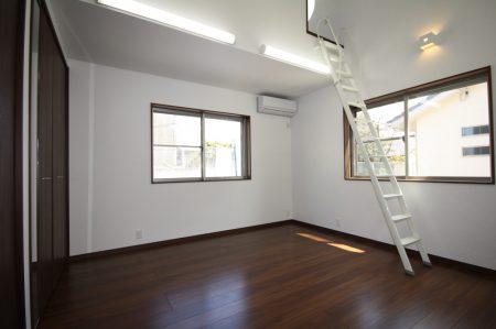 2階ロフトへの階段