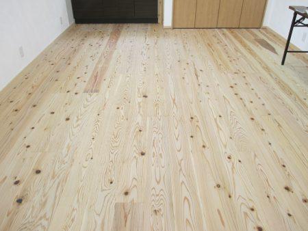 鹿児島県産の燻煙熱処理した木材を使用しています